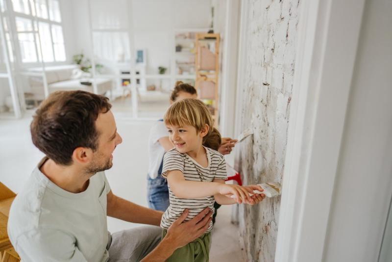 Kako lahko banke mladim pomagajo pri reševanju stanovanjskega problema