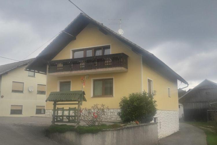 Lokacija: Notranjsko - kraška, Bloke, Hiteno