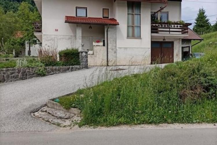 Lokacija: Goriška, Idrija, Črni Vrh