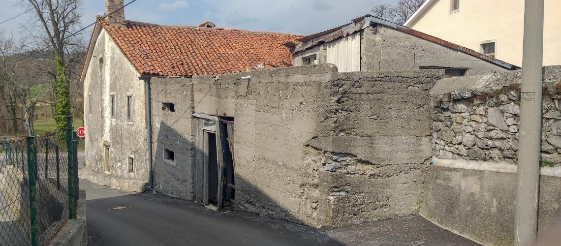 Lokacija: Obalno - kraška, Divača, Senožeče