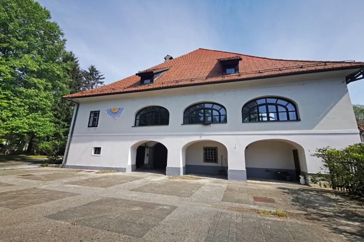 Lokacija: Ljubljana okolica, Vrhnika, Vrhnika