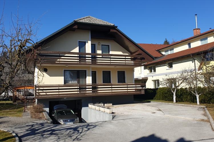 Lokacija: Gorenjska, Šenčur, Visoko