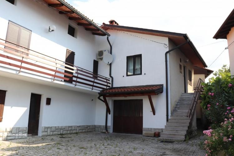Lokacija: Goriška, Brda, Gornje Cerovo