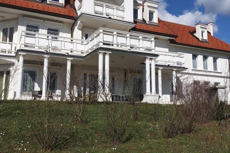 Lokacija: Jugovzhodna Slovenija, Metlika, Sela pri Jugorju