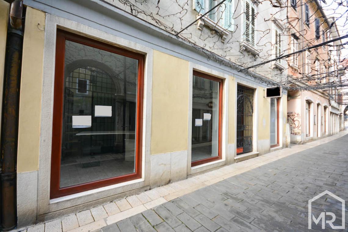 Location: Побережье и Карст, Koper, Center