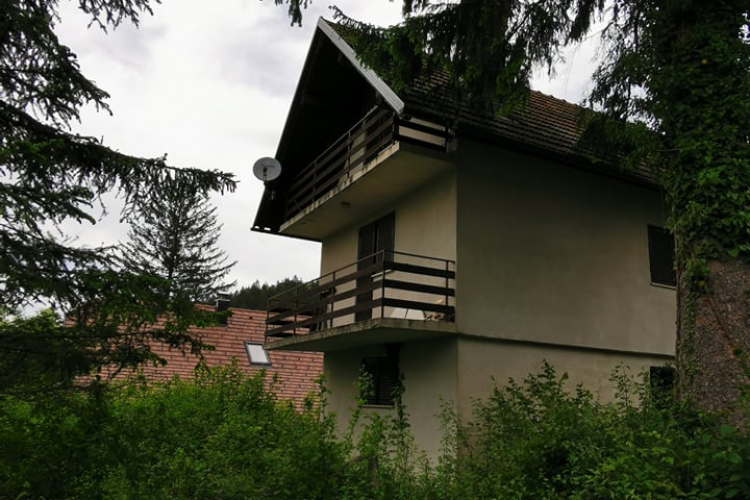 Lokacija: Notranjsko - kraška, Cerknica, Gorenje Jezero