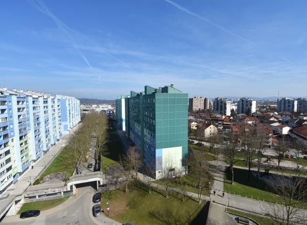 Lokacija: Ljubljana mesto, Šiška, Dravlje